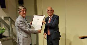 Harry Vos krijgt Zilveren Erepenning gemeente Apeldoorn